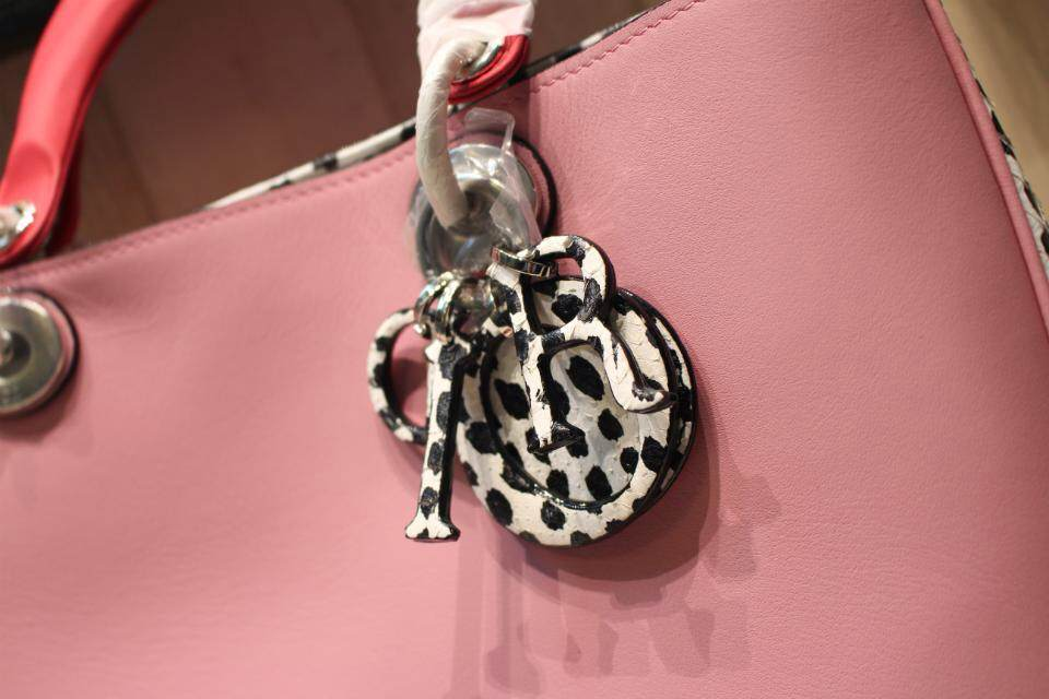 DIOR迪奥大号女包 牛皮搭配蛇皮 表面粉色侧面黑白豹纹