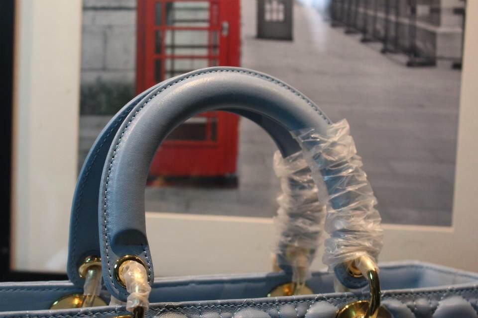 DIOR迪奥天蓝色七格戴妃包 太钢电镀五金金扣 手提斜挎包包