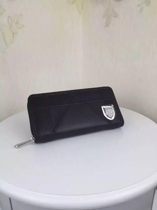 迪奥DIOR2015新款 黑色顶级羊皮 徽章款女士长款拉链钱包卡包手包