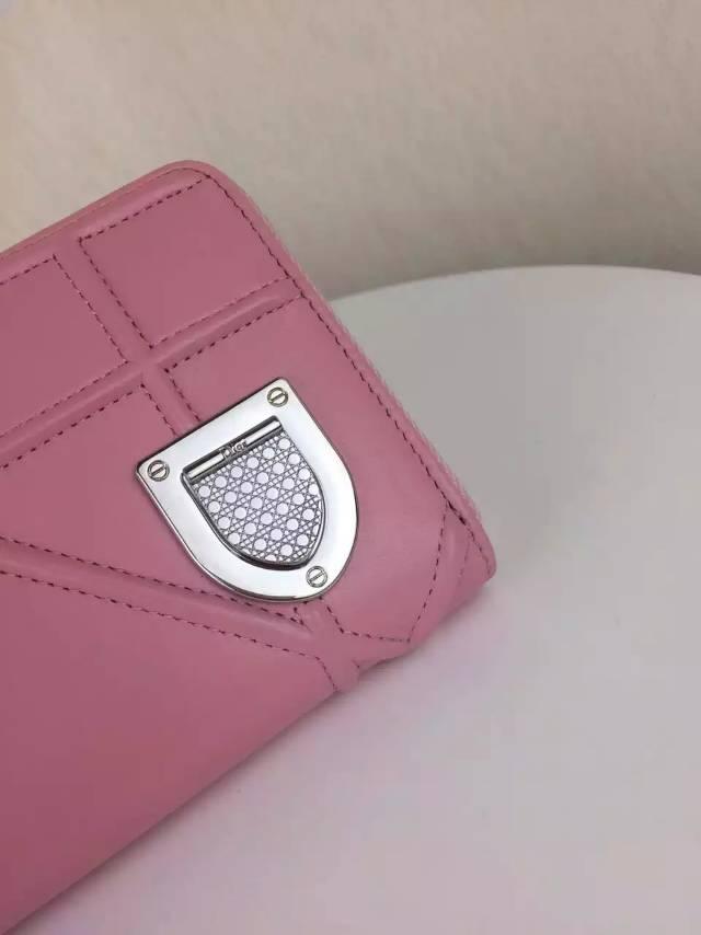一件代发货 DIOR迪奥徽章款拉链钱夹钱包 粉色顶级原版羊皮