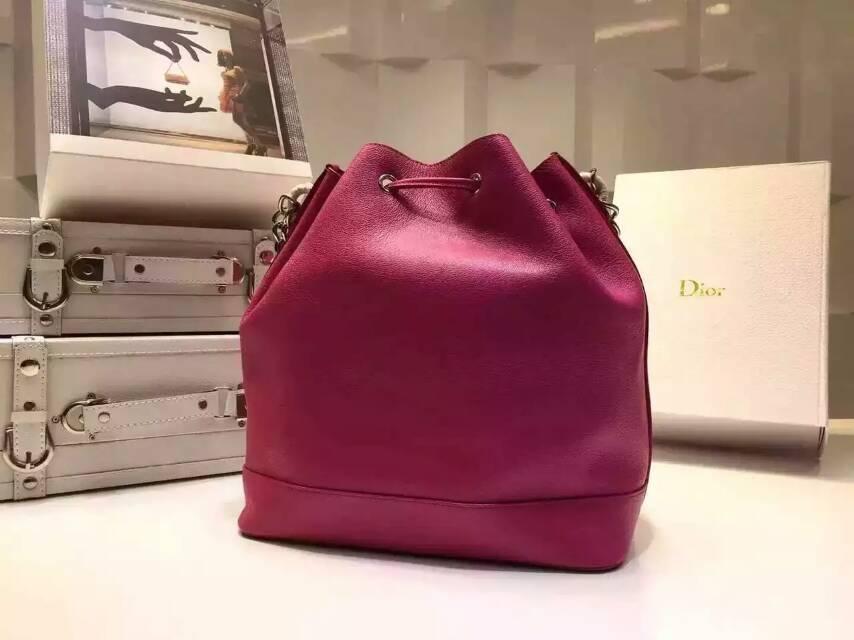 Dior迪奥新款女包 进口原版皮链条单肩水桶包 玫红色
