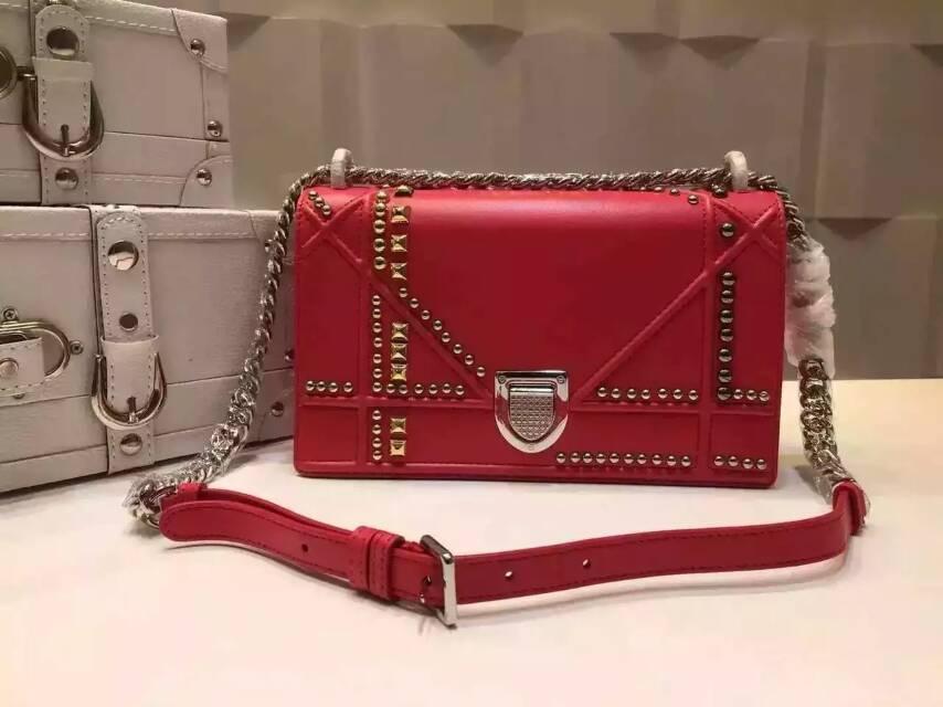 迪奥原单女包货源 Diorama顶级羊皮铆钉链条单肩斜挎包25cm 红色