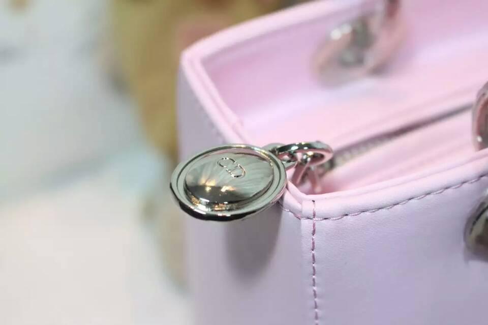 迪奥新款包包 Lady Dior 粉色进口纳帕皮手工绣花戴妃包