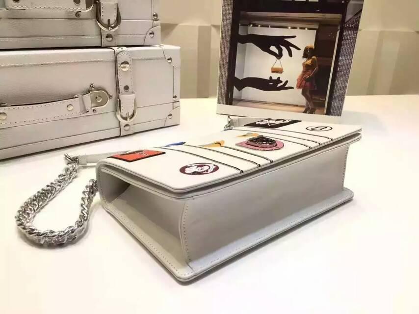 迪奥包包中国官网 Diorama花朵勋章刺绣款 白色原版皮链条包25cm