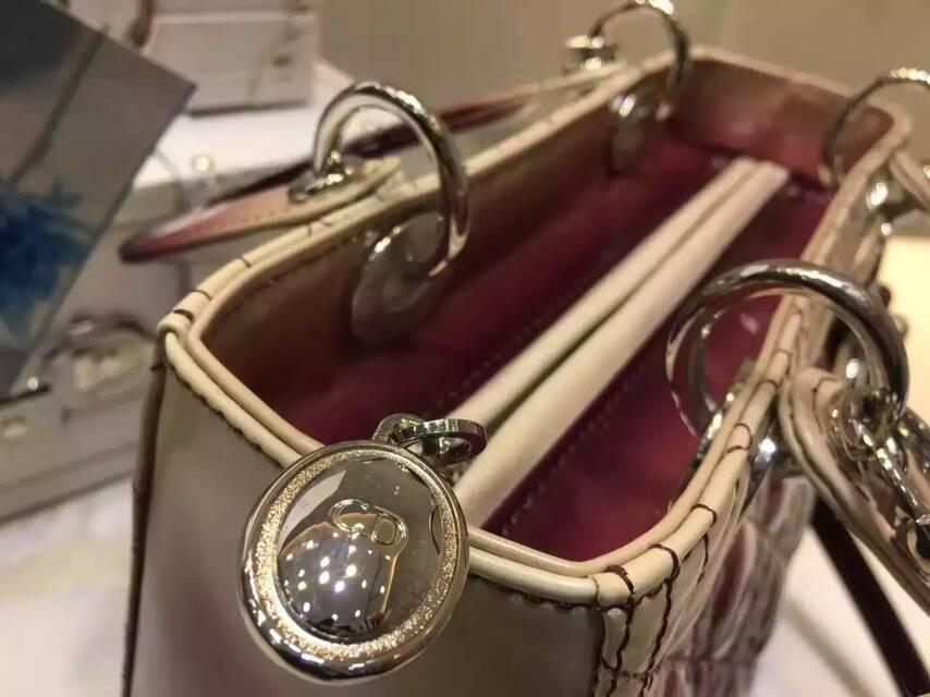 迪奥包包官网 Lady Dior新款酒红色 渐变色漆皮五格戴妃包24cm