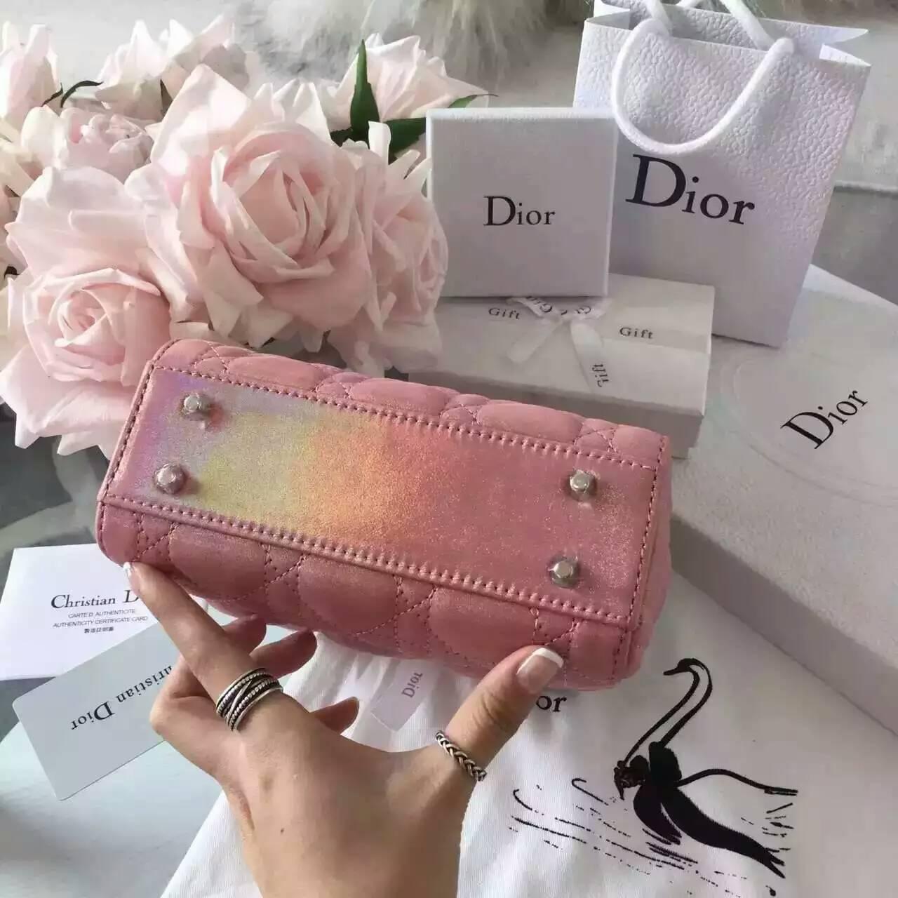 迪奥包包官网 新款珠光布纹小羊皮Lady Dior三格迷你戴妃包17cm
