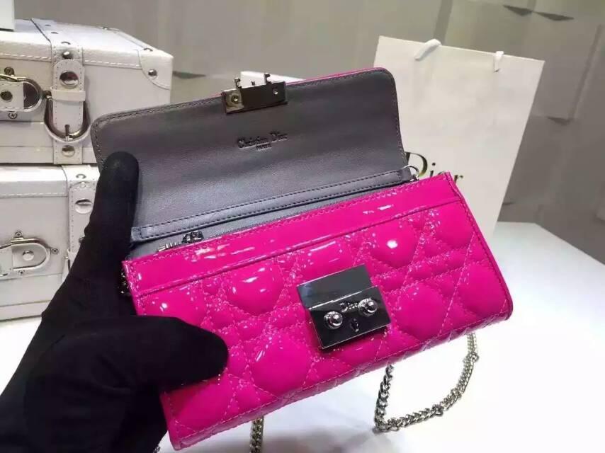 迪奥DIOR新款钱包 玫红原版漆皮 格纹链条女款钱包手包