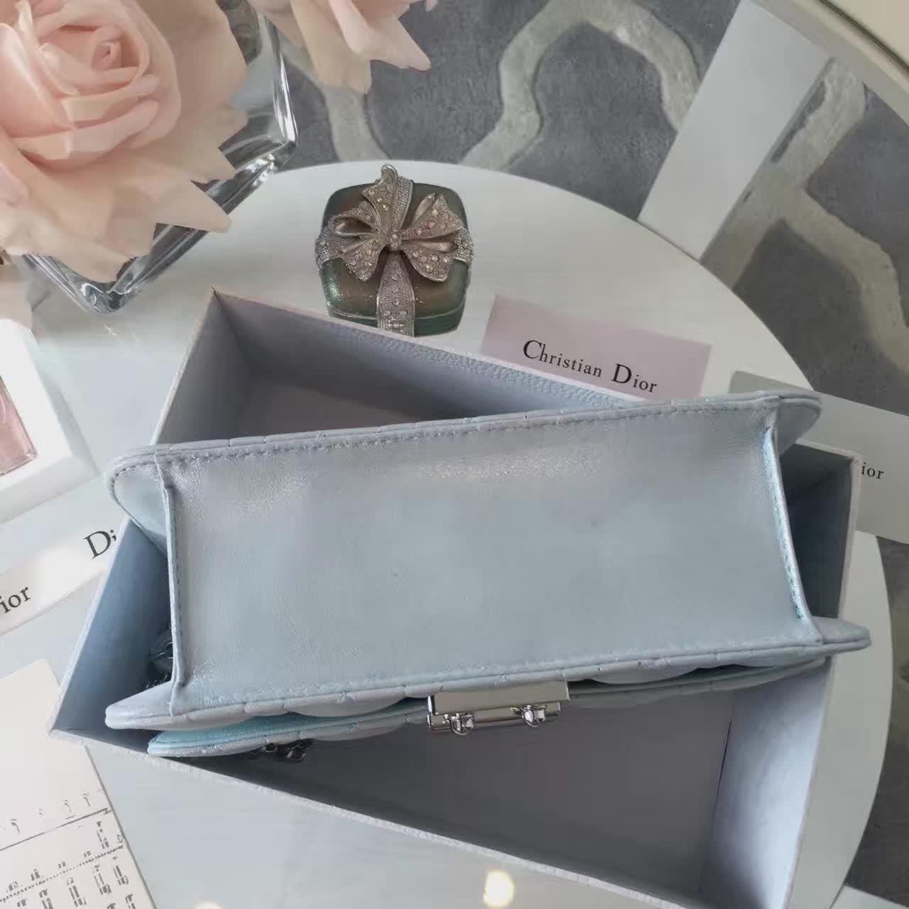 迪奥包包价格 浅蓝色原版布纹皮 Miss Dior链条女包