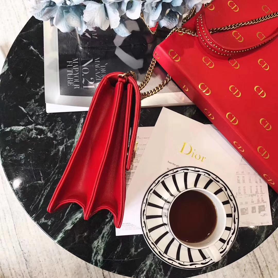 迪奥包包官网 Dior新款蕾哈娜特别订制款 红色小羊皮铆钉双层手机包链条斜挎包
