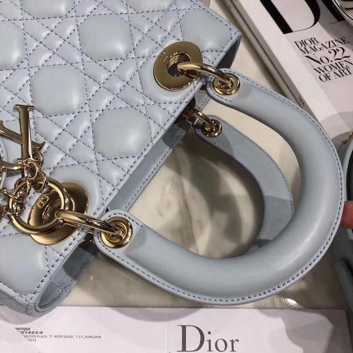Dior包包官网 迪奥浅蓝色顶级磨砂质感四格戴妃包Lady Dior20CM