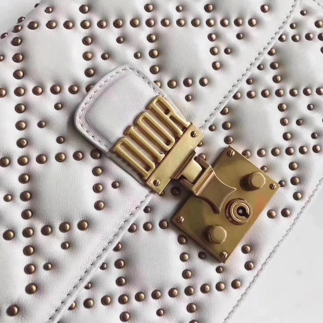 Dior包包官网 迪奥白色铆钉小羊皮菱格链条包单肩女包24CM
