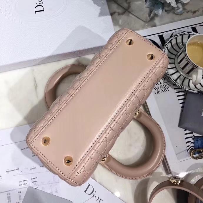Dior包包批发 迪奥粉色顶级磨砂皮料四格戴妃包徽章款mini Lady Dior20cm