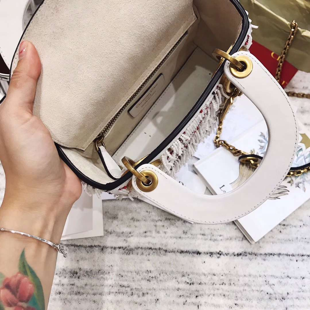迪奥2018新款包包 Dior白色绣珠流苏迷你戴妃包Lady Dior mini17CM
