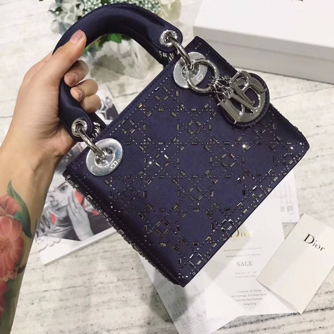 Dior包包价格 迪奥深蓝色真丝镶钻丝绸迷你戴妃包LadyDior mini17CM