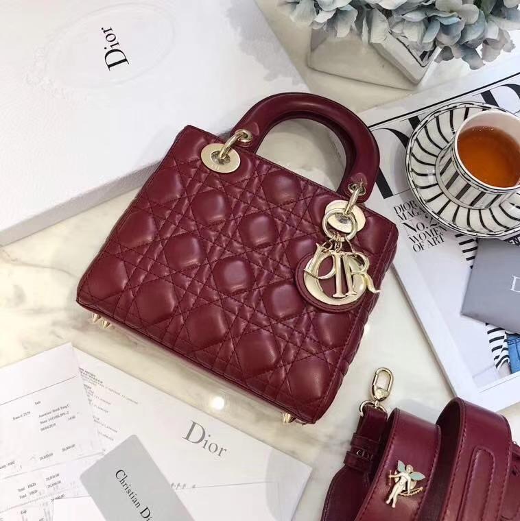 Lady Dior mini 迪奥酒红色进口磨砂牛皮迷你徽章款戴妃包20cm 酒红色