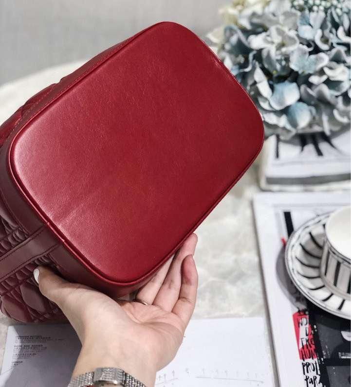 Dior包包官网 迪奥19年新款菱格水桶包链条包大号21.5CM 红色羊皮
