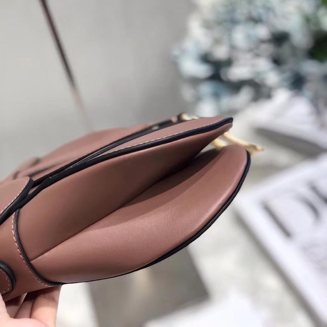 迪奥包包官网 Dior Saddle Bag 粉色顶级牛皮复古马鞍包单肩女包大号26CM
