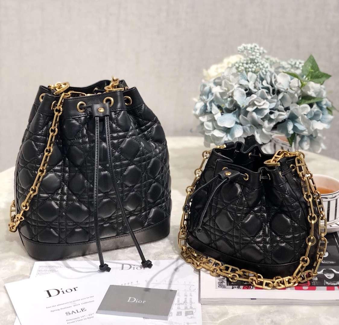 广州白云皮具城 Dior迪奥19年新款黑色羊皮菱格链条水桶包小号18CM