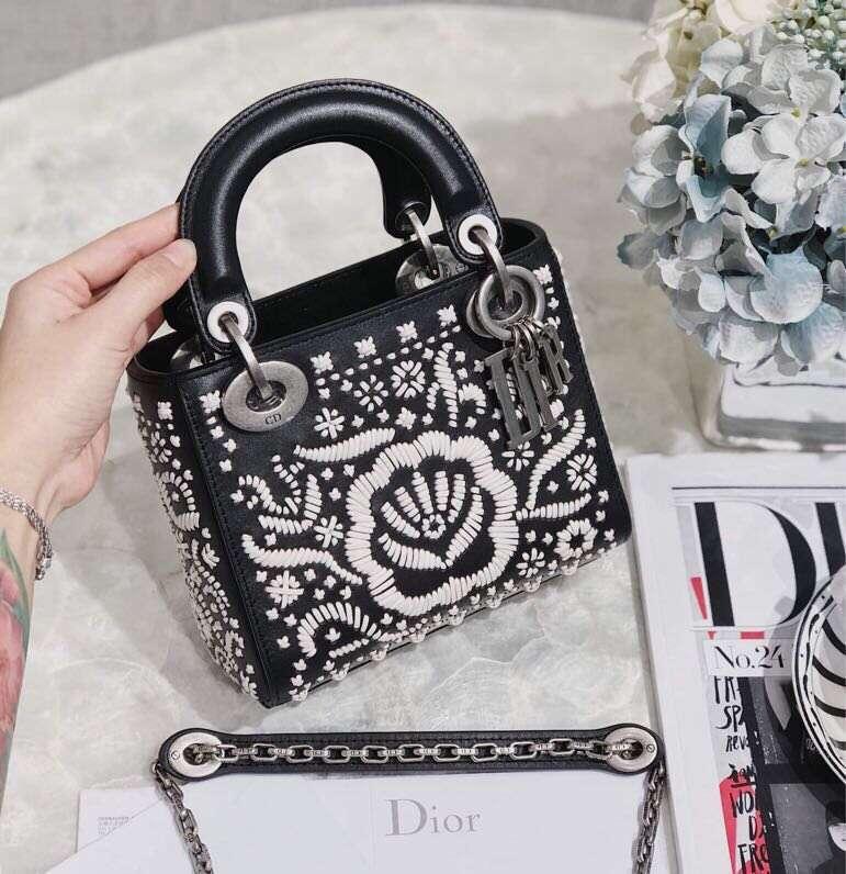 Dior包包官网 迪奥新款黑色手工绘画迷你三格戴妃包Lady Dior mini17CM