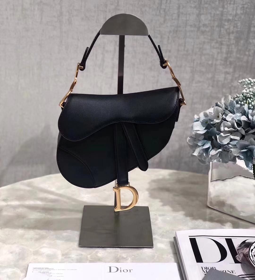 广州包包批发 Dior迪奥黑色原单牛皮Saddle马鞍包女士单肩包小号20cm