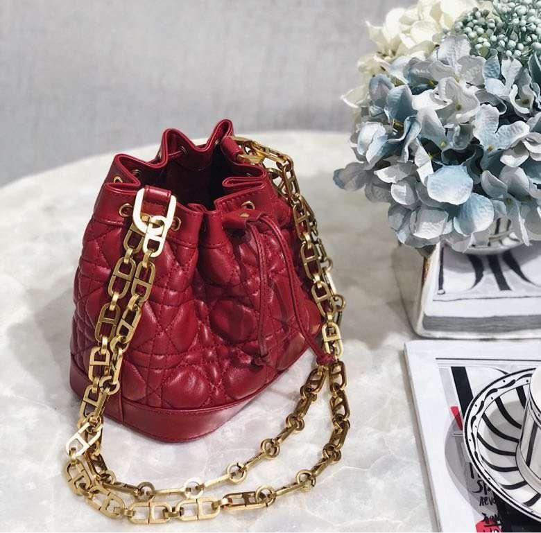 迪奥2019早春最新度假系列 Dior红色菱格羊皮链条水桶包单肩女包小号18CM