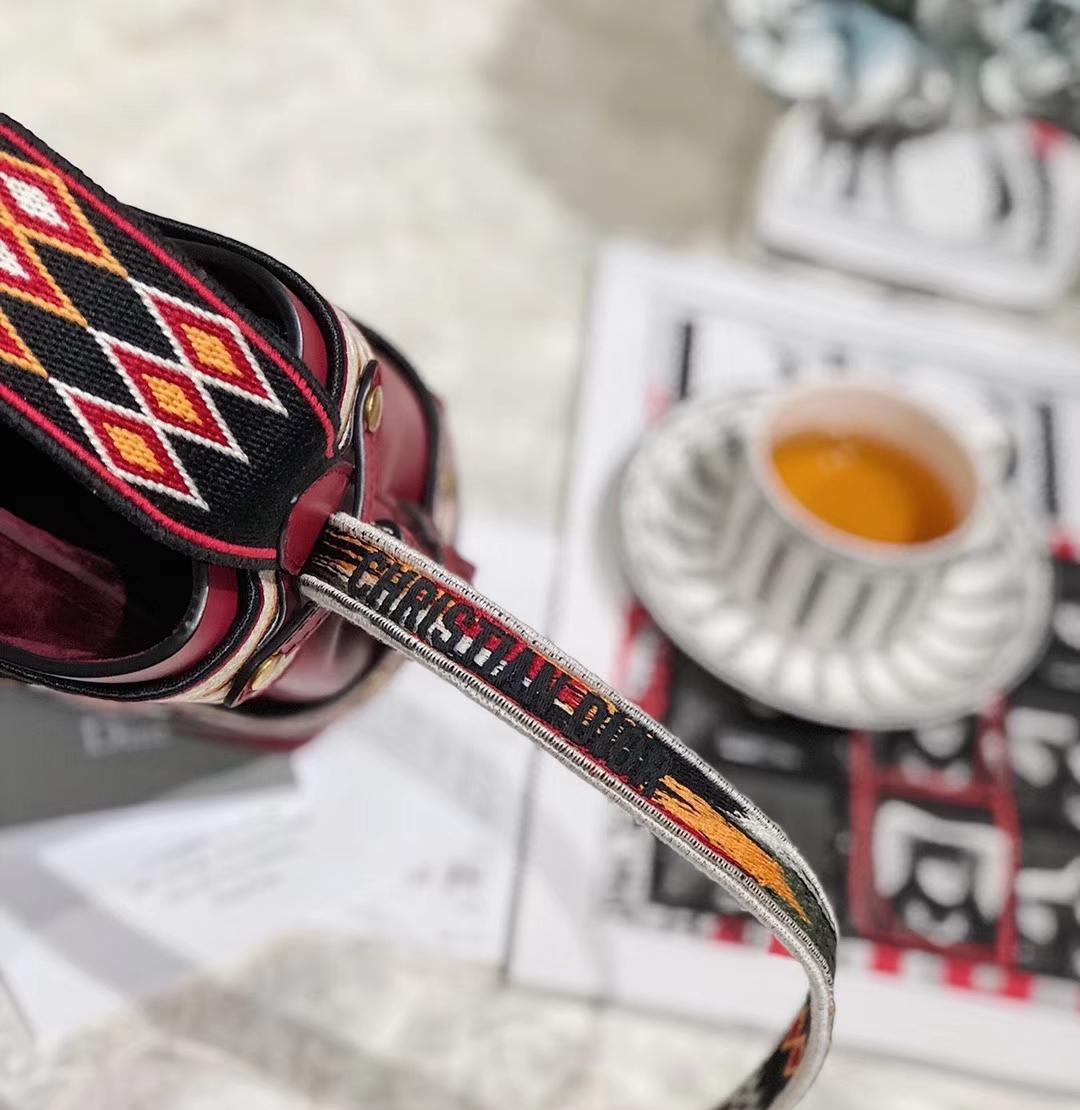 Dior包包官网 迪奥2019早春新款系列墨西哥刺绣水桶包单肩包 红色