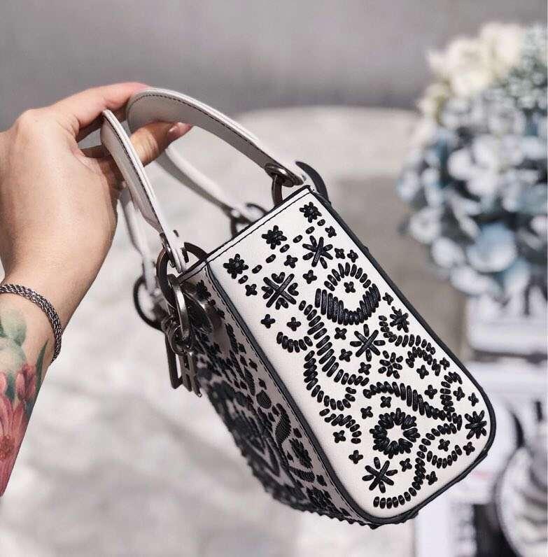Dior新款戴妃包 迪奥手工绘画编织花朵迷你三格戴妃包Lady Dior mini17cm