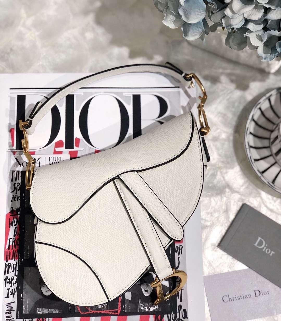 迪奥包包官网 Dior Saddle Bag 白色掌纹牛皮单肩女包马鞍包小号20CM