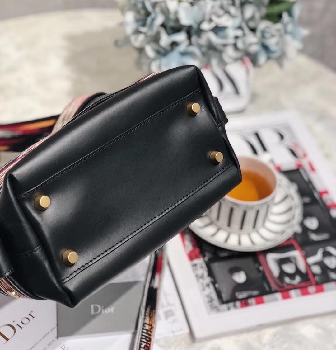 迪奥新款水桶包 Dior黑色牛皮拼接刺绣女士单肩包斜挎包