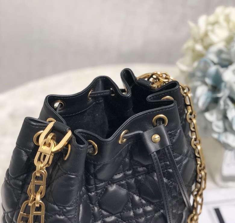 迪奥女包价格 Dior黑色菱格羊皮19年早春新款链条水桶包单肩包大号21.5CM