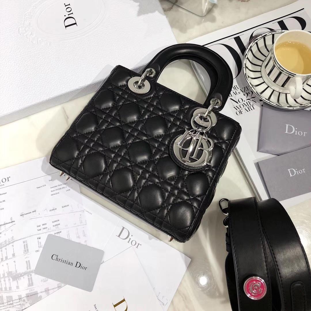 Dior包包官网 迪奥进口羊皮徽章系列四格迷你戴妃包20CM 黑色银扣