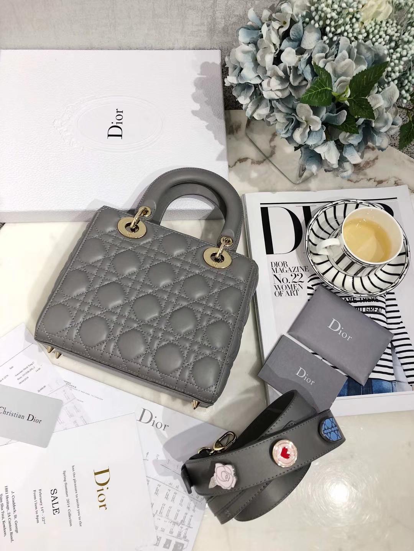 广州白云皮具城 Dior迪奥灰色羊皮徽章系列四格迷你戴妃包Lady Dior20CM