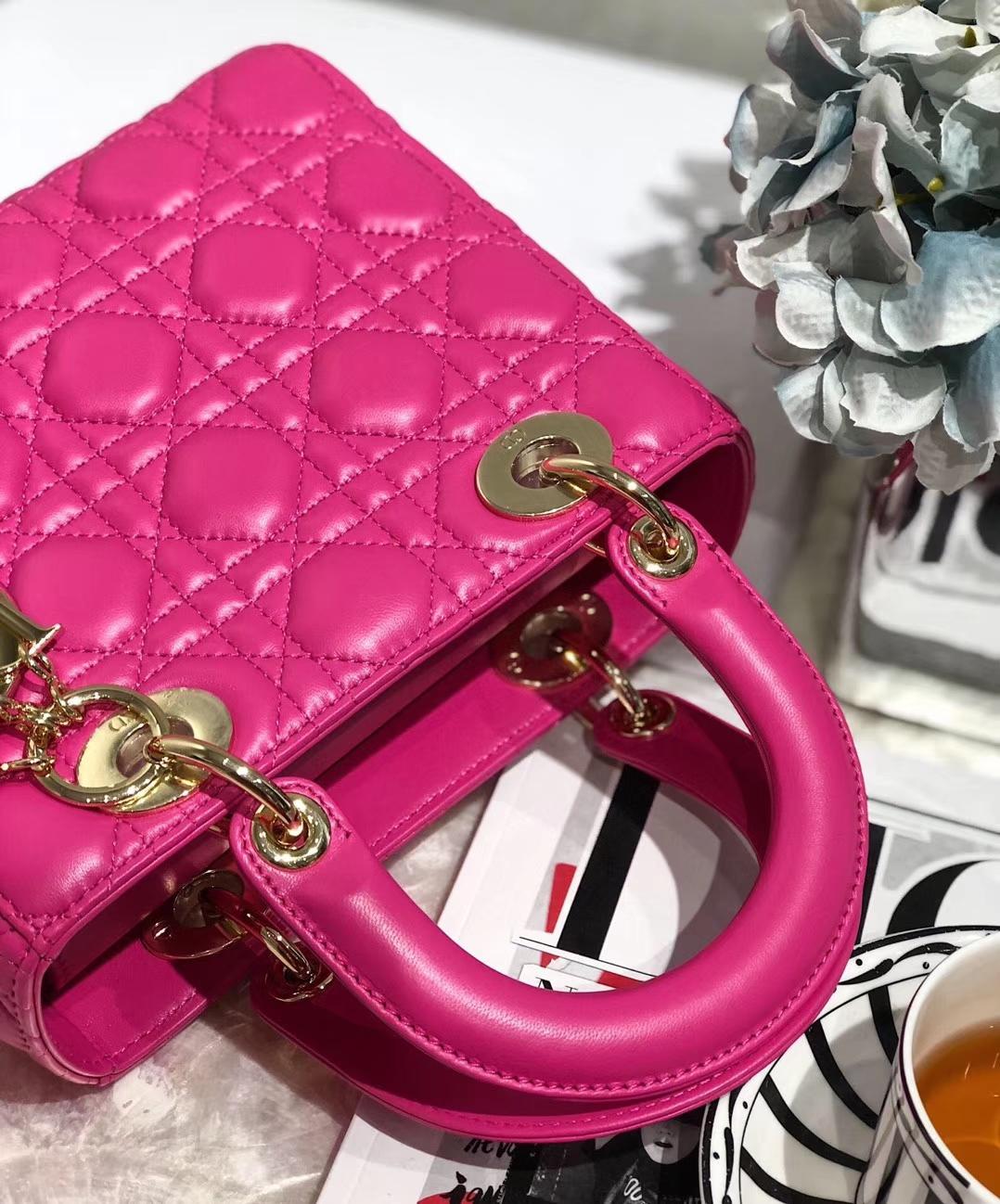 Lady Dior Mini 迪奥徽章系列四格戴妃包玫红色羊皮单肩斜挎女包20CM
